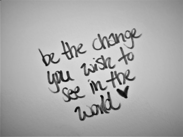 """Handgeschrieben: """"be the change you wish to see in the world"""""""